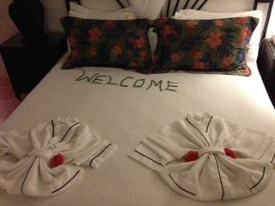 Windjammer Landing Villa Beach Resort: Welcome on the bed