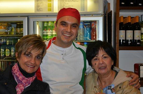 Pizzeria da Andrea: Nosotras con el pizzero