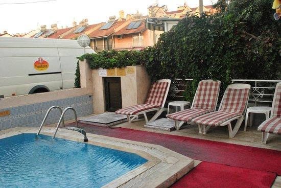 Zevkim Hotel: The swimming pool
