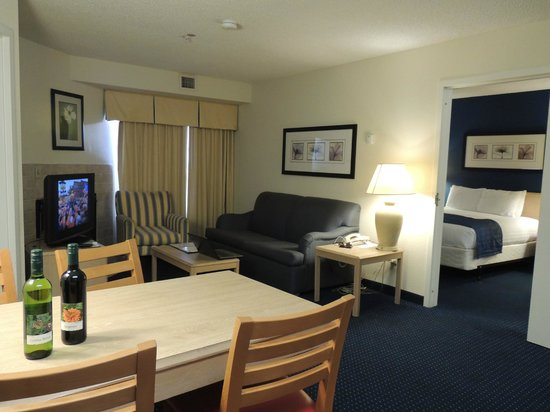 Residence Inn Jacksonville Airport: Roomy