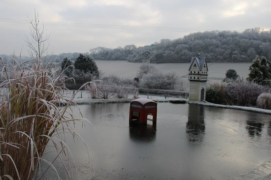 The Three Horseshoes Inn: A beautful frost made the view quite enchanting