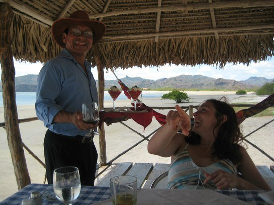 Taborcillo Island Resort: coctails are served directly to you