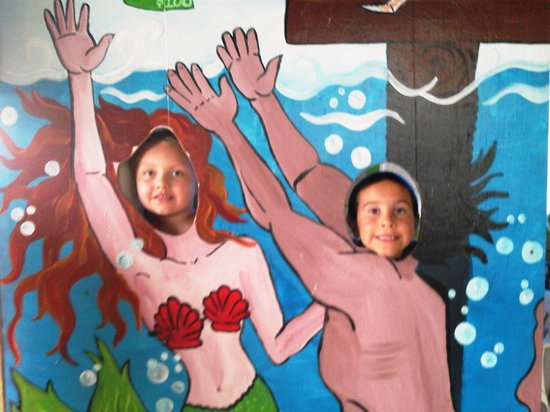 Kelly's Brighton Marina: All the kids love having their pictures taken with the cutout faces.