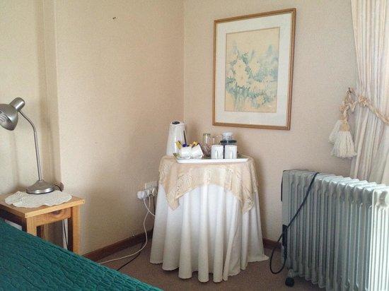 Autumn Breeze Manor: coffee table