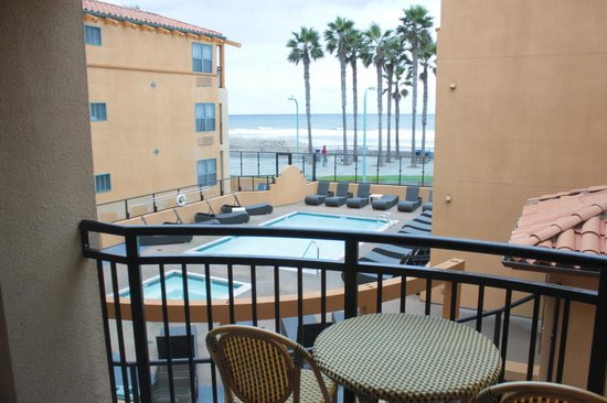 Ocean Park Inn: Partial View - Beach and pool