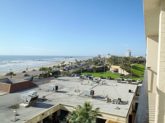 Holiday Inn Resort Galveston-On The Beach: looking to the right on the balcony