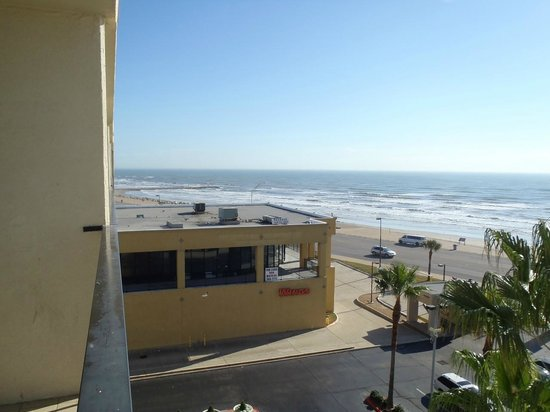 Holiday Inn Resort Galveston-On The Beach: looking to the left from the balcony