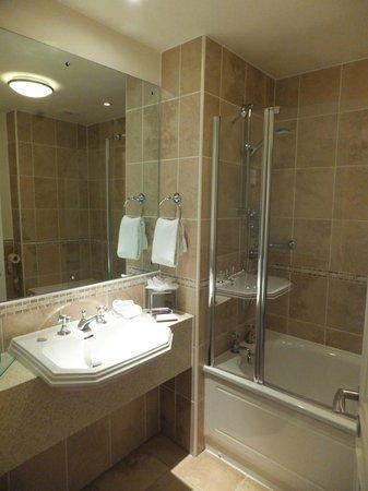 Headlam Hall Hotel Spa & Golf: Our bathroom