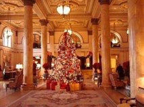 ‪ويلارد إنتركونتننتال واشنطن: Willard Hotel lobby at Christmas