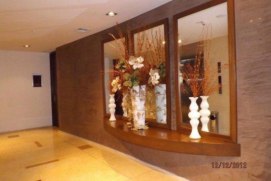 Hotel Estelar Milla de Oro: espera de ascensores
