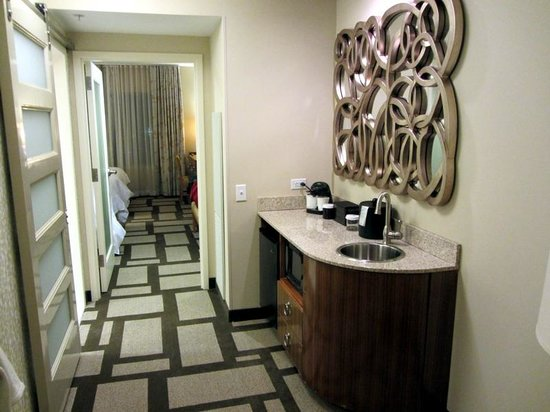 Embassy Suites by Hilton Houston Downtown: Kitchenette