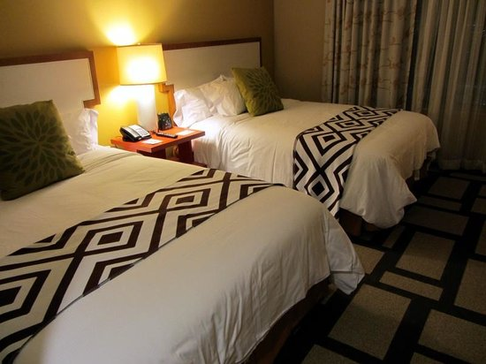 Embassy Suites by Hilton Houston Downtown: Sleeping room