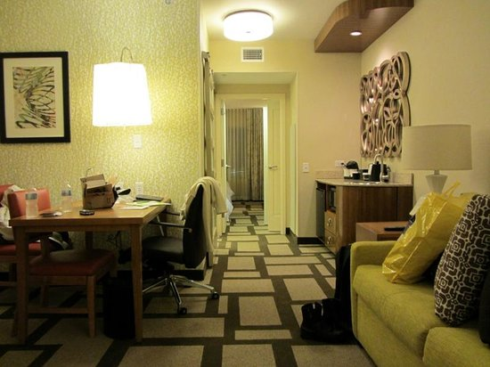 Embassy Suites by Hilton Houston Downtown : Queen suite - overview