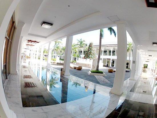 Grand Sunset Princess All Suites Resort: Plaza