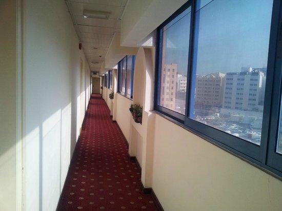 Panorama Hotel Bur Dubai: hotel corridor 5th floor