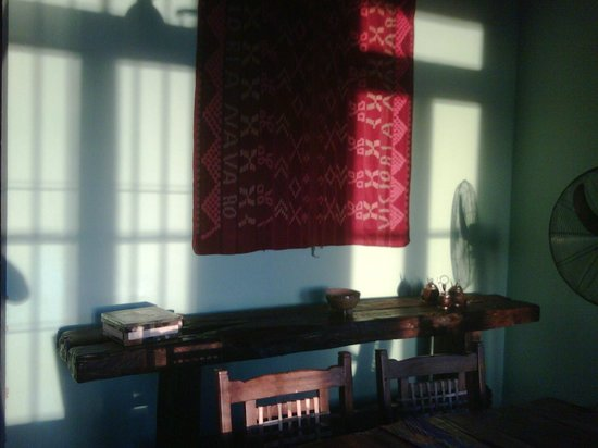 La Negrita Casa Hotel: Mesa antigua de trabajo - decorando sector comedor