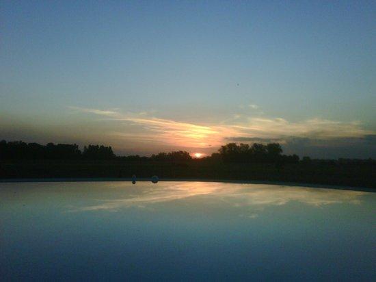 La Negrita Casa Hotel: Remanso en la tarde - vista puesta de sol desde la piscina
