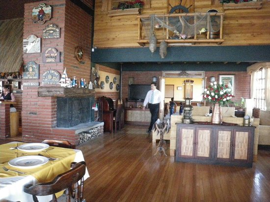 PuertoLago Country Inn: inside restaurant