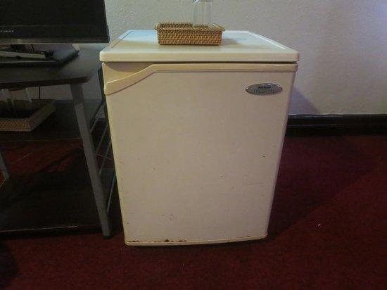 Chriscentville Hotel : rusty fridge