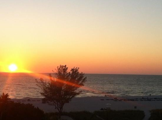 جاي هارفي أوت بوست تريدوندز بيتش ريزورت: sunset from room 
