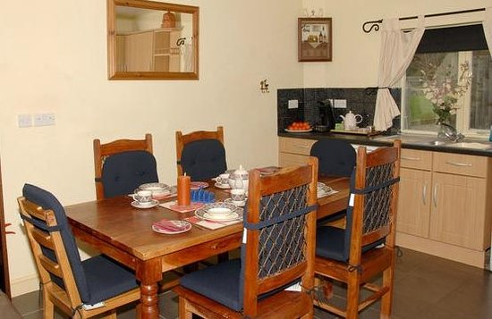 Oak Tree Cottage: breakfast room