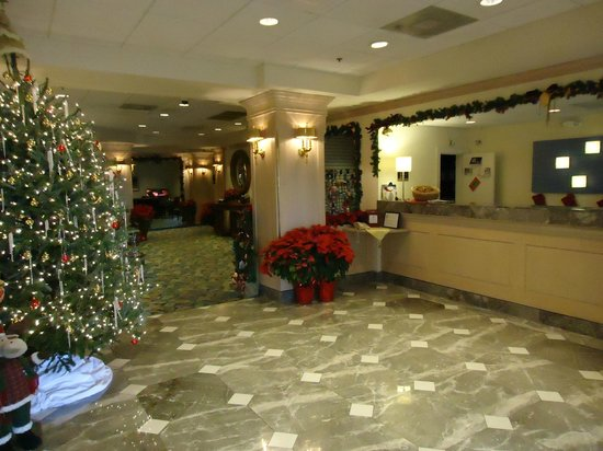 Holiday Inn Express Boca Raton-West : Decorated Lobby