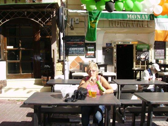 Mona Vale: Outdoors at Monavale