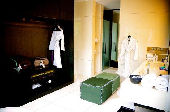 W Bali - Seminyak: the bathroom