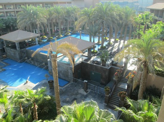 Dusit Thani LakeView Cairo: hotel pool
