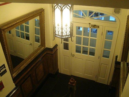 Larchmont Hotel: Innner door