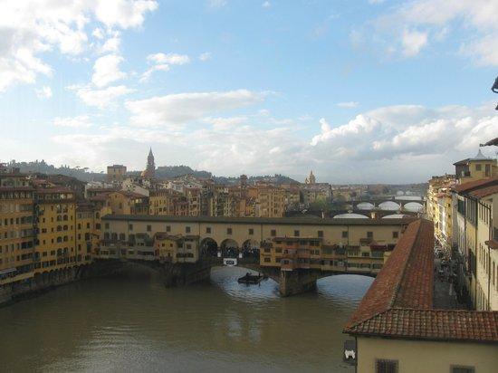 Grand Hotel Adriatico: costeggiare il fiume Arno, a 10 munuti a piedi dal cuore di FI
