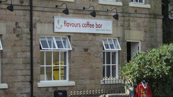 Flavours coffee bar: Flavours entrance, just off the main road.