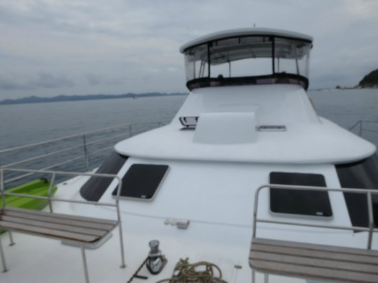 Epic Charters: View of Escape Artist from the Sun Deck