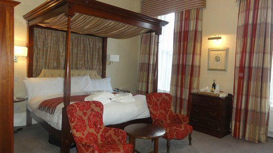 BEST WESTERN PLUS Edinburgh City Centre Bruntsfield Hotel: Four poster room