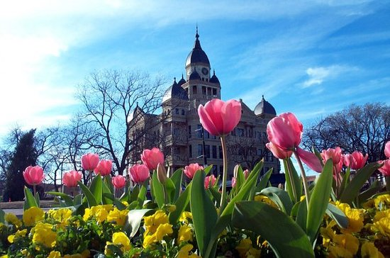 เดนตัน, เท็กซัส: Denton's Historic Courthouse on the Square