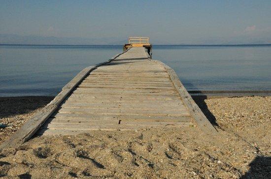Palms & Spas Corfu Boutique Suites & Villas: The sandy beach of Messonghi
