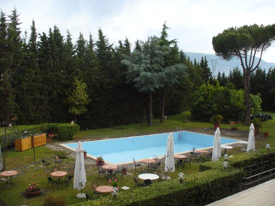 Hotel First: piscina