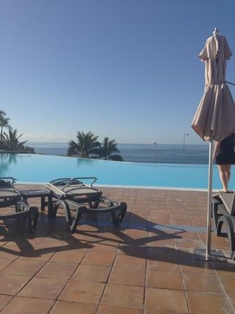 H10 Playa Meloneras Palace: opvarmet pool, men stadig kold.
