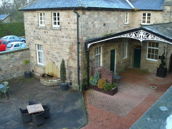 Warner Leisure Hotels Nidd Hall Hotel: View of courtyard from the room