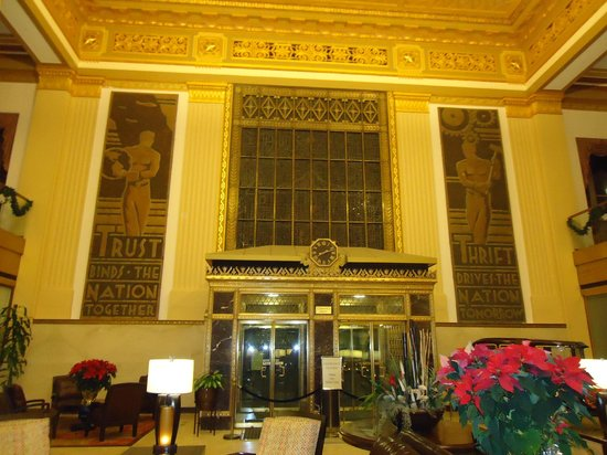 Drury Plaza Hotel San Antonio Riverwalk: The lobby decor