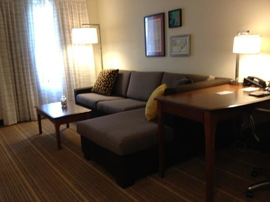 Residence Inn Chicago Oak Brook: large couch and nice decor