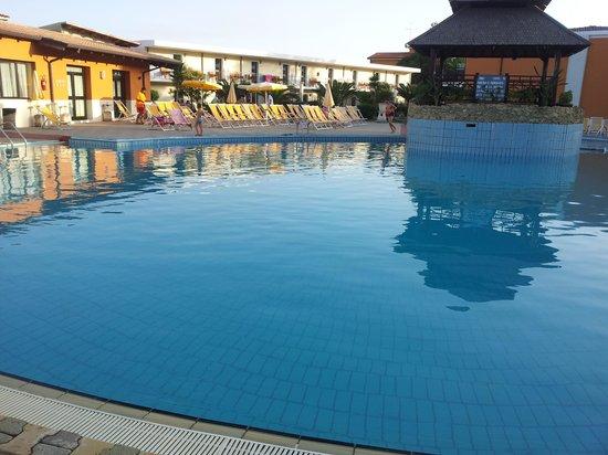 Hotel Club Baia dei Gigli: vista piscina
