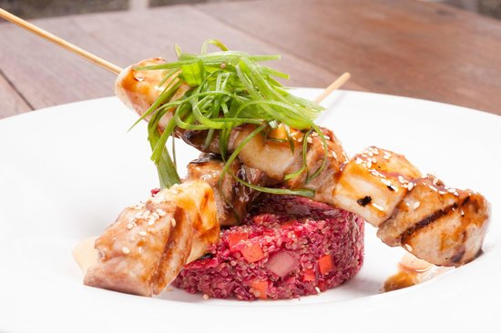 Karmaway: Tuna and calamari skewers with beetroot quinoa sasal