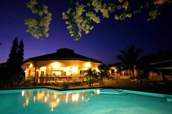Bohol Sea Resort: Restaurant at night
