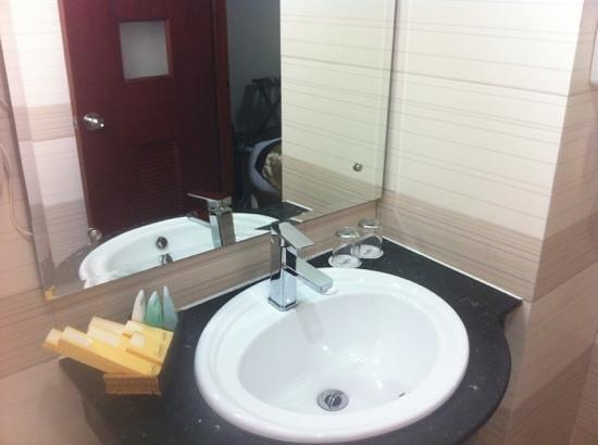 ซิกเนเจอร์ ไซ่ง่อน โฮเต็ล: Bathroom