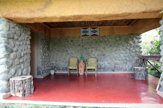 Mountain Gorilla View Lodge: Room entrance