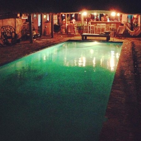 Casa De Olas: Pool at night