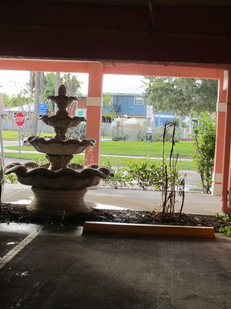 The Lighthouse Resort Inn and Suites: nice fountain