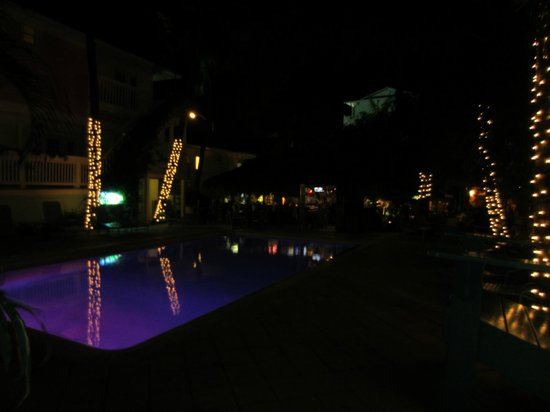 Lighthouse Resort Inn And Suites: pool at night,, Loved it