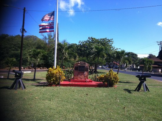 Molokai War Memorial: Full view